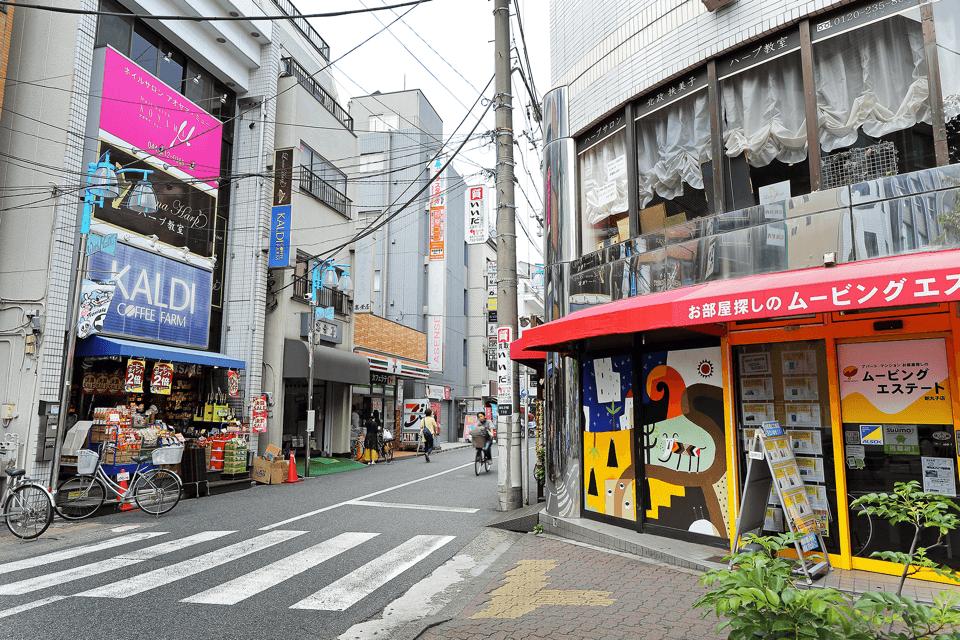 道案内② 横断歩道を渡って、右折してください。